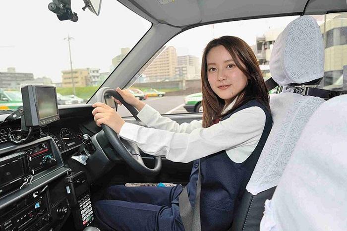 Cho Thue Xe 16 Cho Limousine 3