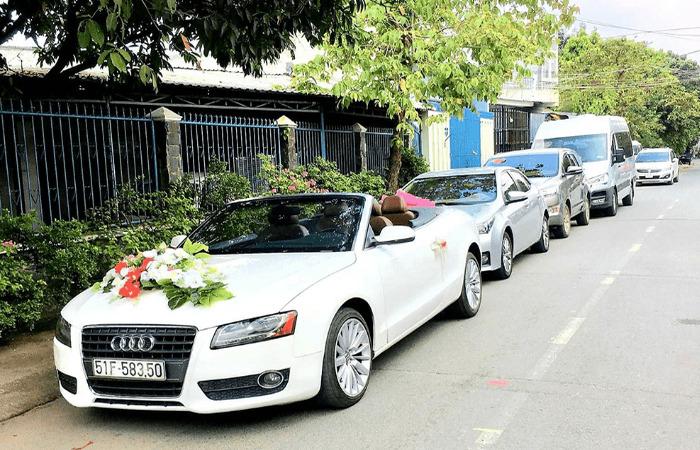Cho Thue Xe Hoa Audi A4 Mui Tran 1