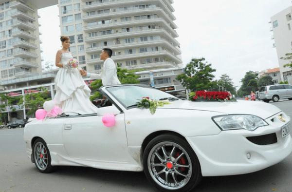 dịch vụ thuê xe cưới mui trần