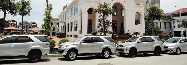Thuê xe 7 chỗ giá rẻ gại TPHCM