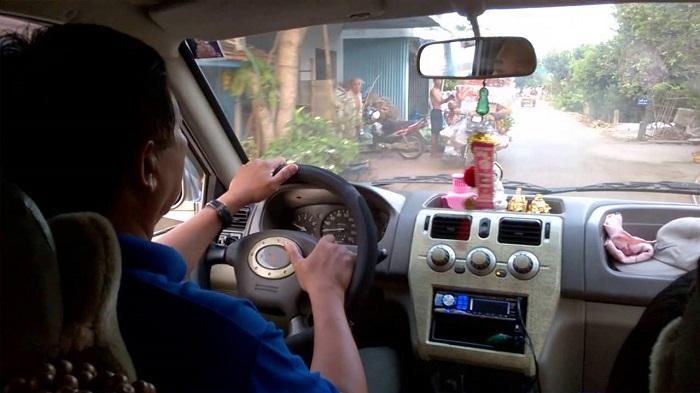 thuê xe du lịch có người lái