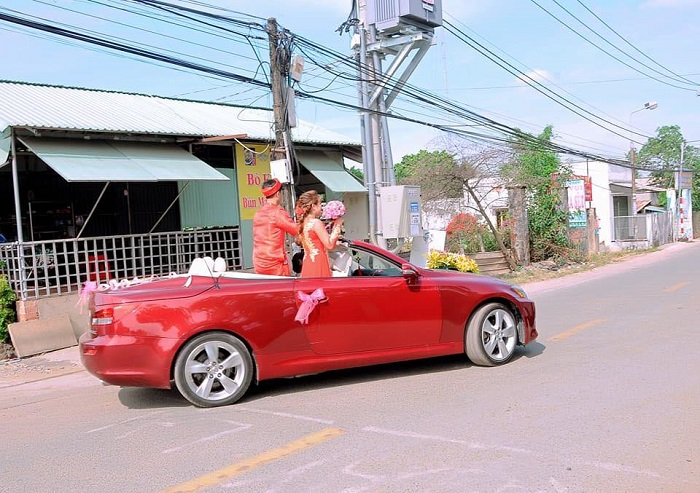 Thue Xe Cuoi Lexus 1