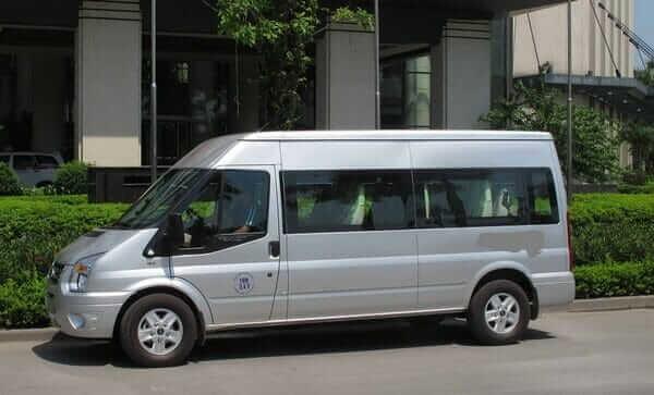 Kết quả hình ảnh cho xe 16 chỗ đón tại cổng  khách sạn
