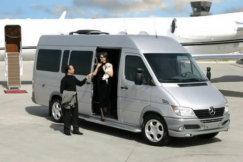 Lựa chọn nơi cho thuê xe 16 chỗ tại tphcm gần hoặc có dịch vụ đặt xe online