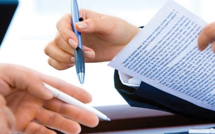 Tiến hành xem và ký hợp đồng