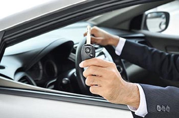Thủ tục thuê xe ô tô tự lái ngày càng dễ dàng