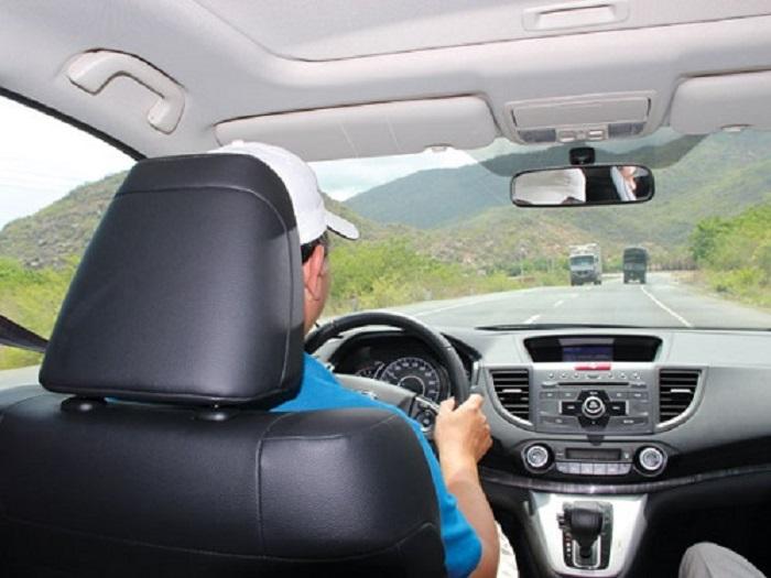 Chọn xe có tài xế, an toàn cho mọi hành trình