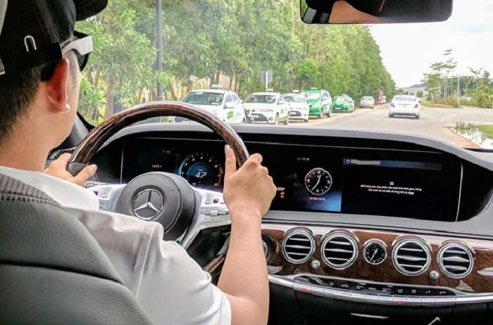 Có kinh nghiệm lái xe và bằng lái xe