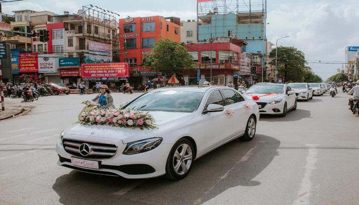 Cho Thue Xe Hoa Mercedes 3