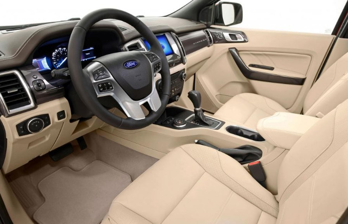 Thue Xe Ford Everest 1