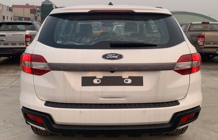 Thue Xe Ford Everest 3