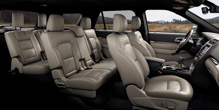 Một góc chụp nội thất của 7 chỗ ngồi Ford