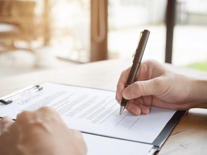 Đọc kỹ lưỡng hợp đồng trước khi ký kết